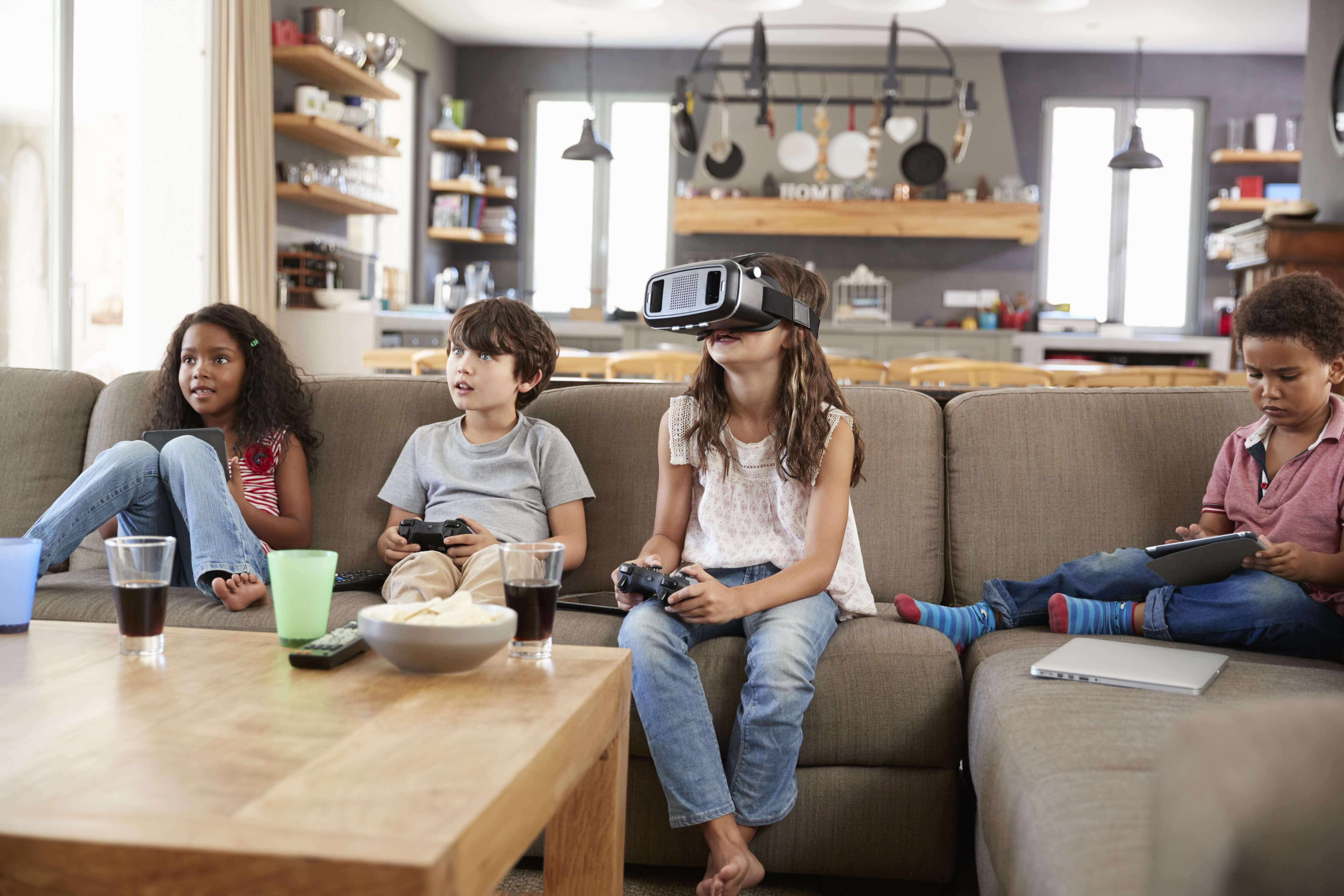 Børn der spiller computer